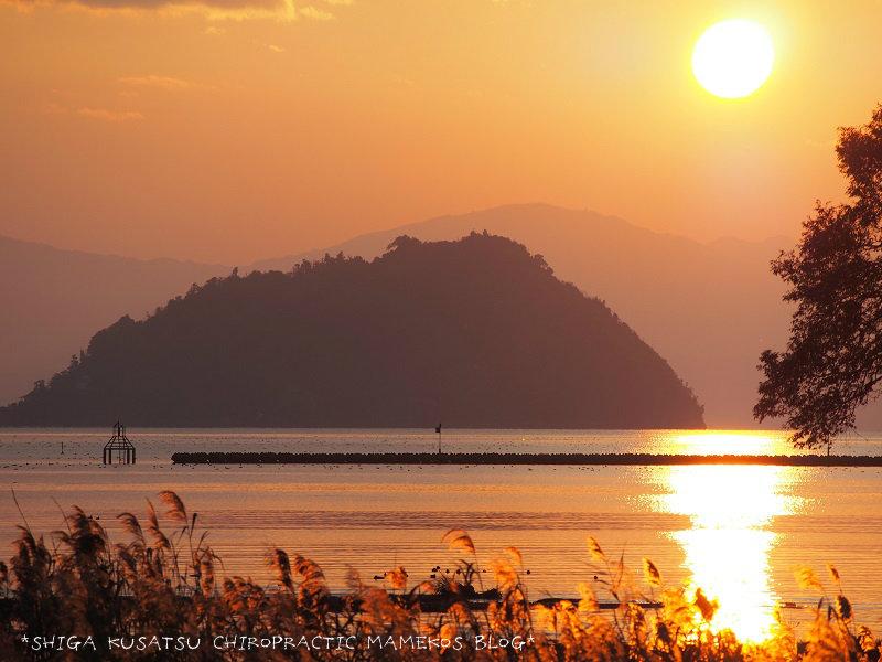 夕焼け竹生島